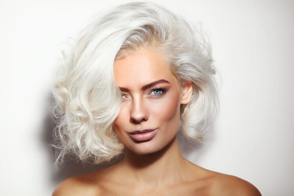 cheveux gwen stefani décoloré blanchimment eau oxygenee